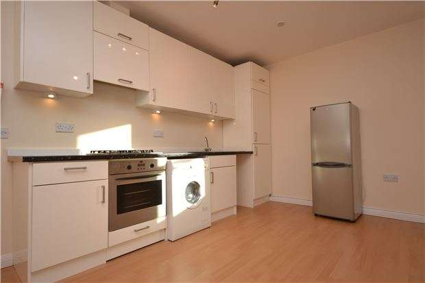 2 Bedrooms Flat for sale in Station Road, REDHILL, RH1 1NZ