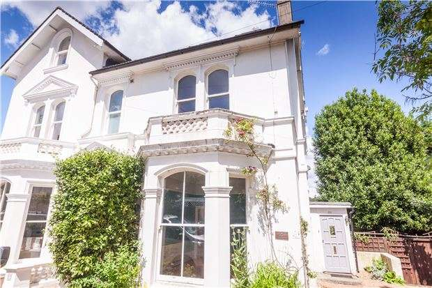 4 Bedrooms Semi Detached House for sale in Elphinstone Road, HASTINGS, East Sussex, TN34 2EB