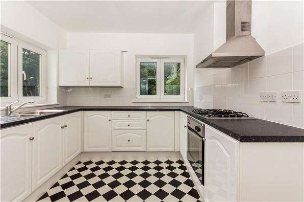 5 Bedrooms Terraced House for sale in Linton Crescent, HASTINGS, East Sussex, TN34 1TJ