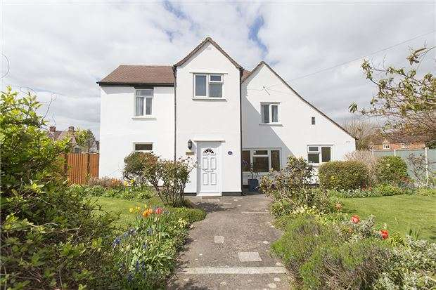 3 Bedrooms Detached House for sale in Lears Drive, Bishops Cleeve, GL52 8NR
