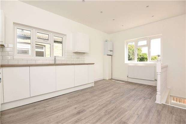 3 Bedrooms Flat for sale in Mellison Road, LONDON, SW17 9AS