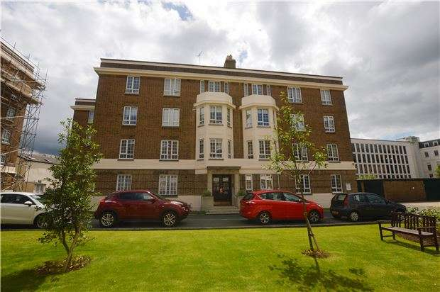 2 Bedrooms Flat for sale in Cambray Court, CHELTENHAM, Gloucestershire, GL50 1JX