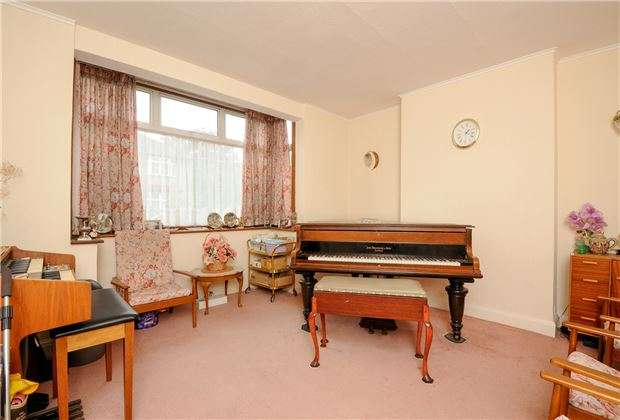 3 Bedrooms Terraced House for sale in Lammas Avenue, Mitcham, Surrey, CR4