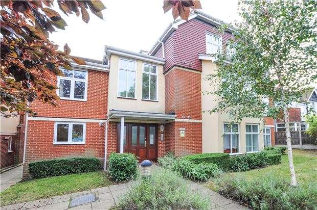 2 Bedrooms Maisonette Flat for sale in Pampisford Road, SOUTH CROYDON, Surrey, CR2 6DB