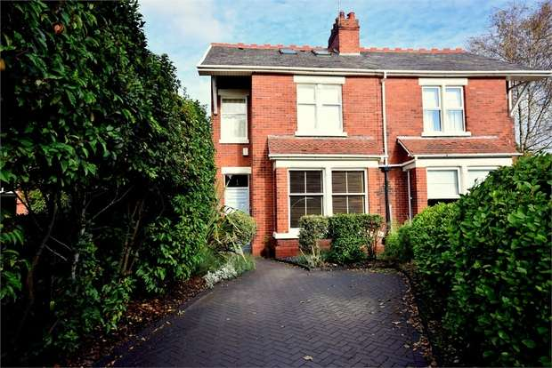 3 Bedrooms Semi Detached House for sale in 27 Commonside, LYTHAM ST ANNES, Lancashire