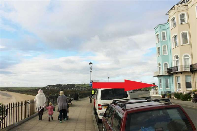 2 Bedrooms Flat for sale in The Esplanade, Tenby