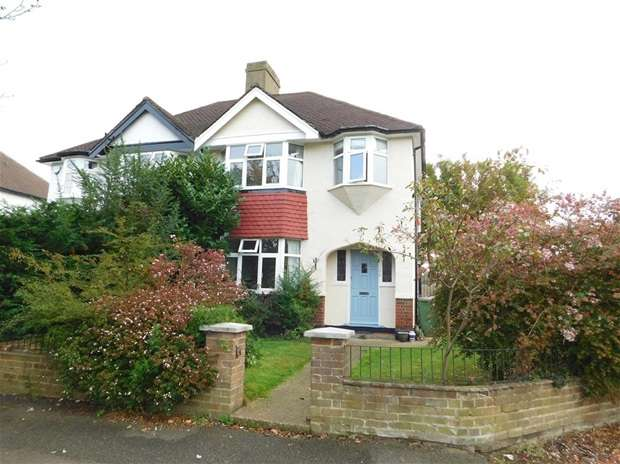 3 Bedrooms Semi Detached House for sale in Manor Road North, Thames Ditton