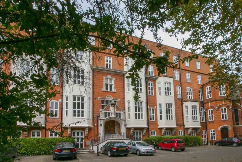 2 Bedrooms Flat for sale in Cormont Road, London, London, SE5