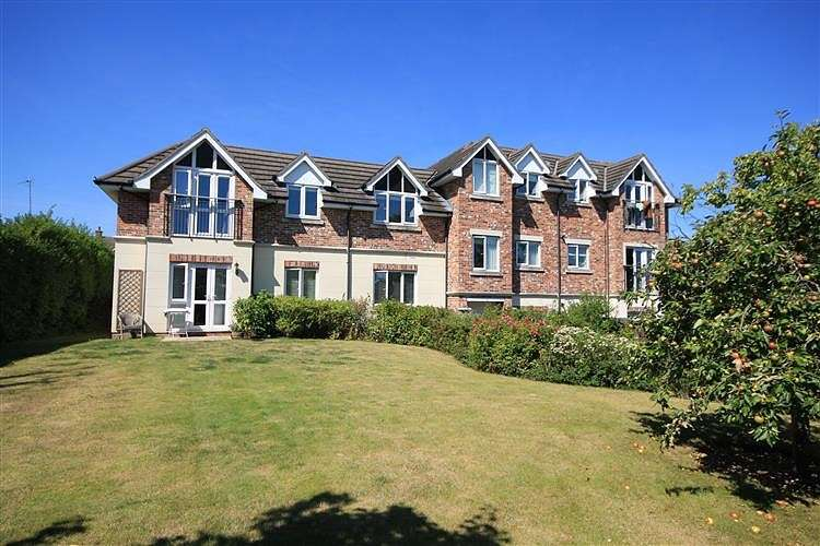 2 Bedrooms Apartment Flat for sale in Merston House, Emmer Green, Reading, RG4