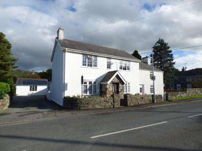 5 Bedrooms Detached House for sale in Tal Y Bont, Conwy, LL32