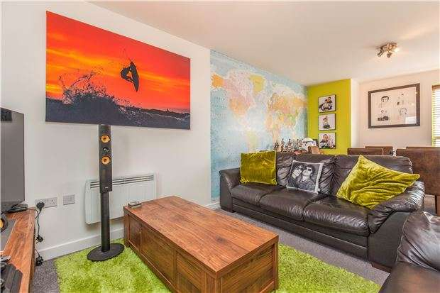 2 Bedrooms Flat for sale in Norton Farm Road, Bristol, BS10 7ER