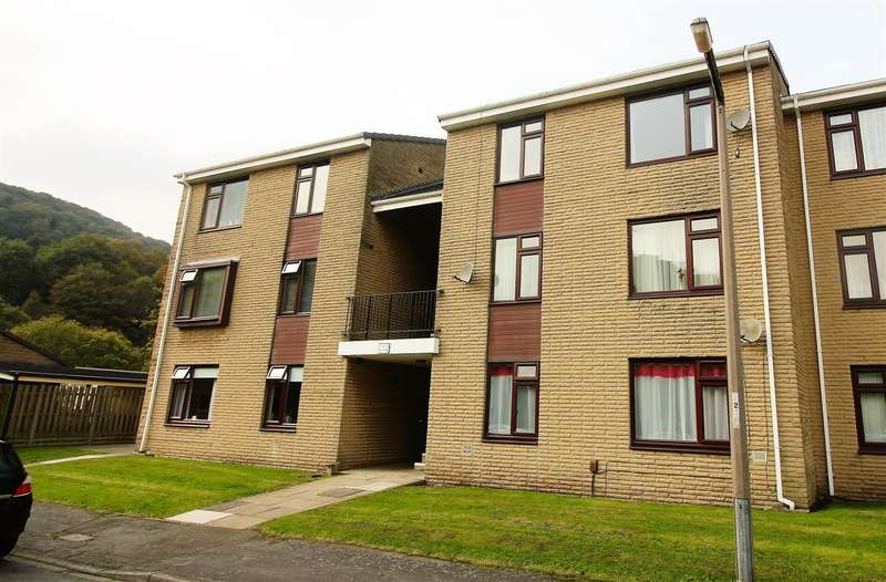 2 Bedrooms Apartment Flat for sale in Dean Court, Copley, Halifax