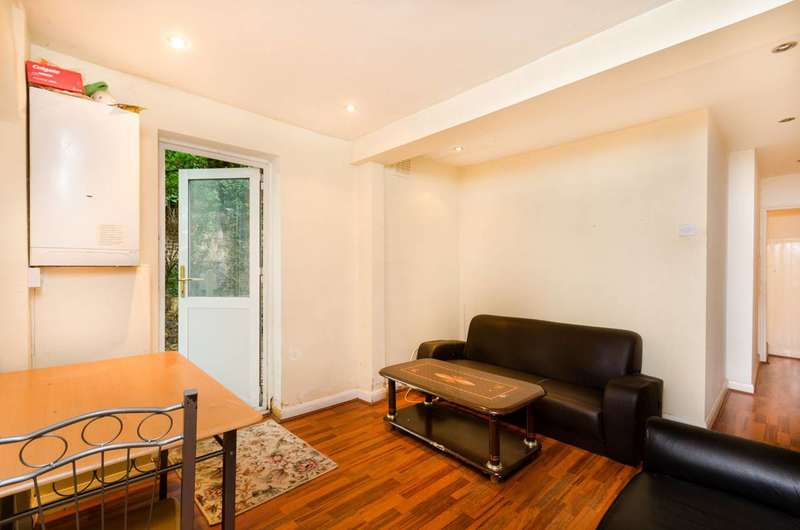 2 Bedrooms Flat for sale in Earlham Grove, Stratford, E7