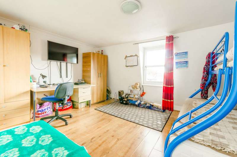 2 Bedrooms Flat for sale in Buxton Road, Stratford, E15