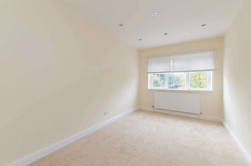 2 Bedrooms Flat for sale in Church Road, Mitcham, CR4