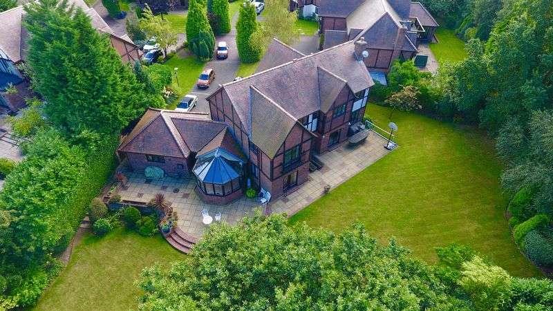 5 Bedrooms Detached House for sale in Carrington Close, Barnet, EN5