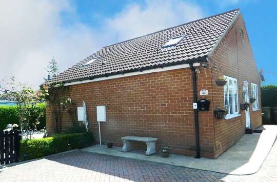 3 Bedrooms Detached Bungalow for sale in Hambleton Ave, Thirsk, North Yorkshire, YO7 1EG