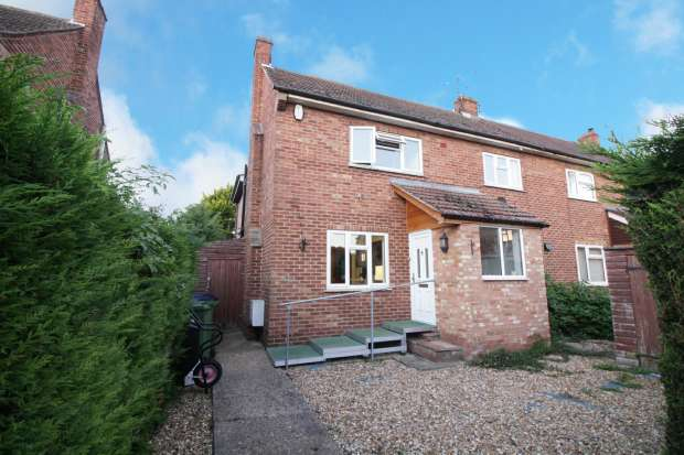 3 Bedrooms Semi Detached House for sale in Fox Grove, Huntingdon, Cambridgeshire, PE29 2BN