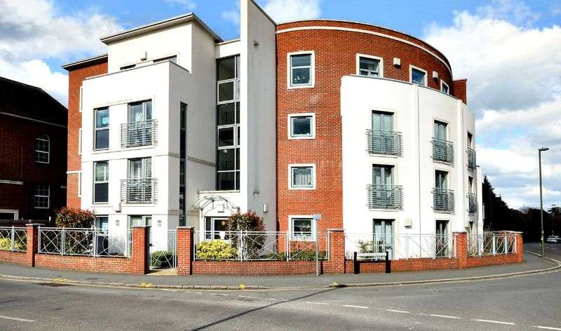 1 Bedroom Flat for sale in Dial Stone Court, Oatlands Avenue, Weybridge. KT13 9DE ** PENTHOUSE RETIREMENT PROPERTY **