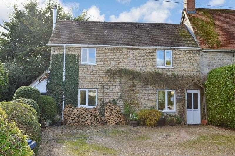 3 Bedrooms Semi Detached House for sale in Wavering Lane East, Gillingham