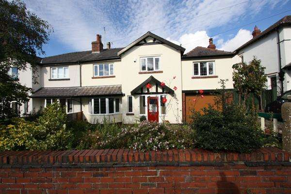 4 Bedrooms Semi Detached House for sale in Circular Rd, Prestwich