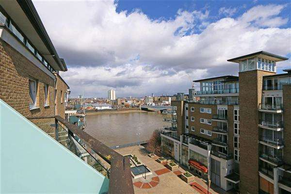 2 Bedrooms Apartment Flat for sale in Compass House, Riverside West, Smugglers Way, London