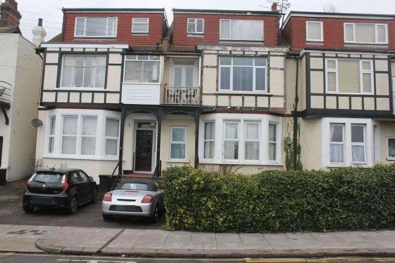 1 Bedroom Flat for sale in Britannia Road, Westcliff-On-Sea