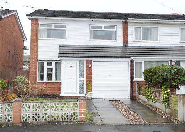 3 Bedrooms Semi Detached House for sale in 7 Bowness Avenue, Cadishead M44 5EJ