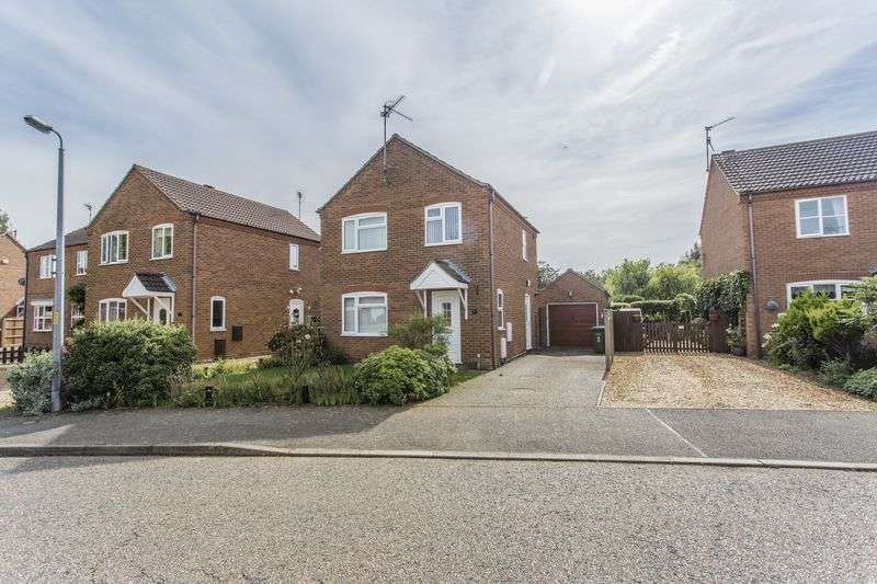 3 Bedrooms Detached House for sale in Duck Decoy Close, Dersingham