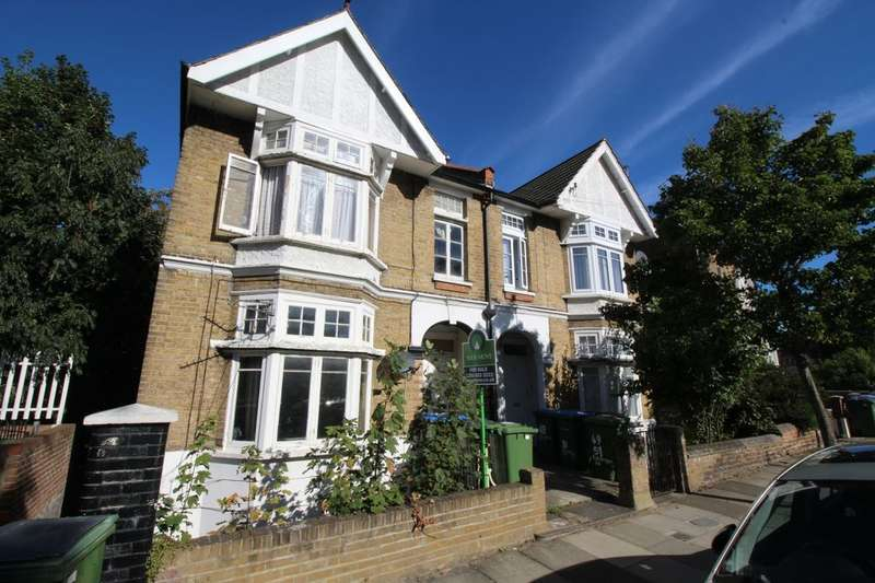 2 Bedrooms Flat for sale in Eglinton Road, London, SE18