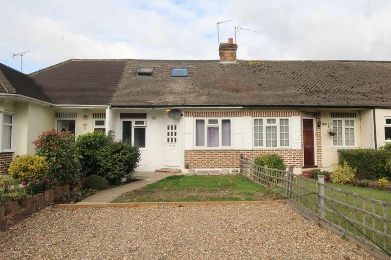 3 Bedrooms Bungalow for sale in Gaston Bridge Road, Shepperton, TW17