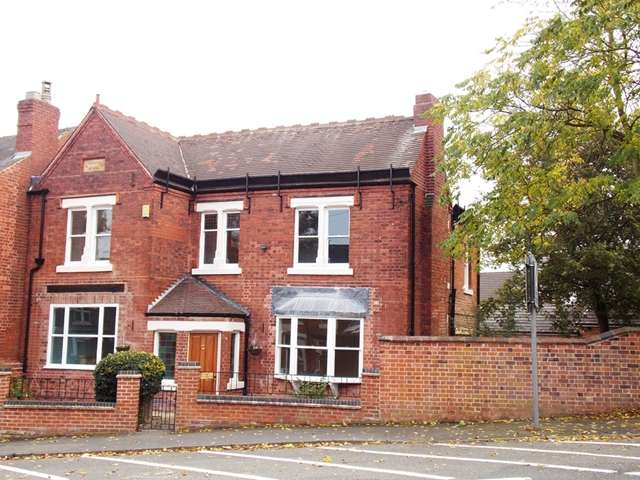 4 Bedrooms Detached House for sale in Lord Haddon Road