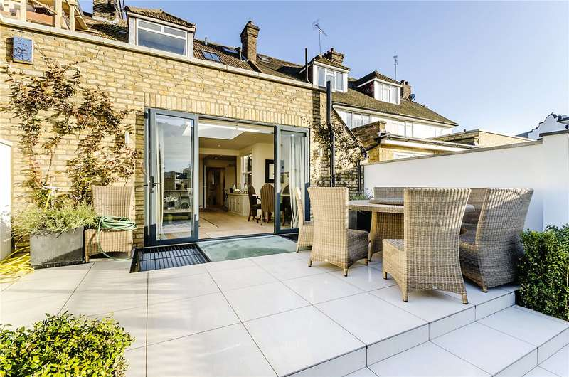 3 Bedrooms Flat for sale in Peterborough Road, Fulham, London, SW6