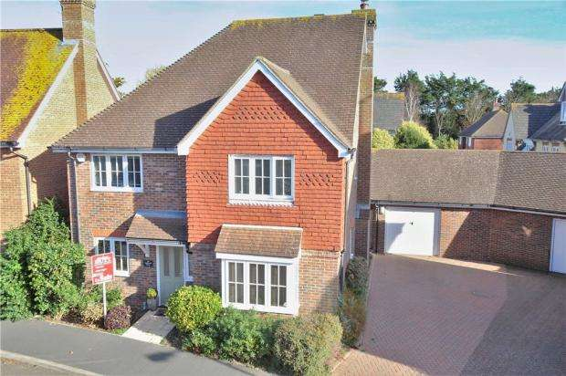 3 Bedrooms Detached House for sale in Oakwood Drive, Bramley Green, Angmering, West Sussex, BN16