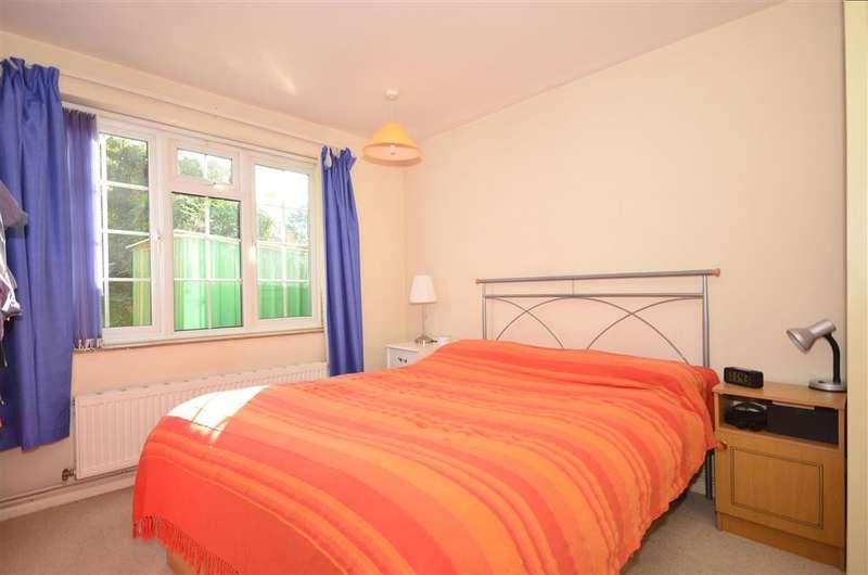 2 Bedrooms Ground Maisonette Flat for sale in Woodstock, East Grinstead, West Sussex