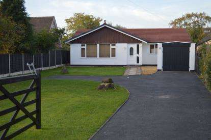 4 Bedrooms Bungalow for sale in Church Lane, Fradley, Lichfield