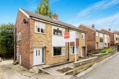 3 Bedrooms Semi Detached House for sale in Billingbauk Drive, Bramley, Leeds, West Yorkshire