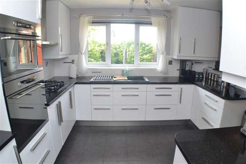 4 Bedrooms Property for sale in Claremont Gardens, Ashton-under-lyne, Lancashire, OL6