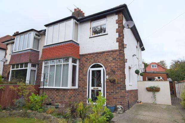 3 Bedrooms Semi Detached House for sale in Harewood Avenue, Scarborough, North Yorkshire YO12 6DH