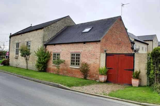 4 Bedrooms Detached House for sale in Thistleton Lane, Grantham, Lincolnshire, NG33 5QE
