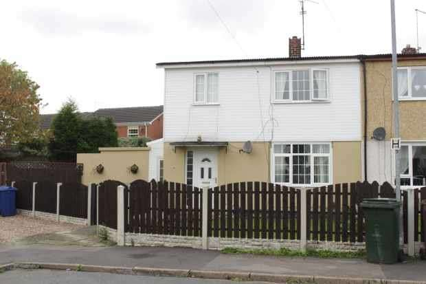 3 Bedrooms Semi Detached House for sale in Lewdendale, Barnsley, South Yorkshire, S70 5DT