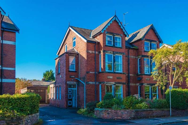 5 Bedrooms Semi Detached House for sale in St. Helens Road, Ormskirk