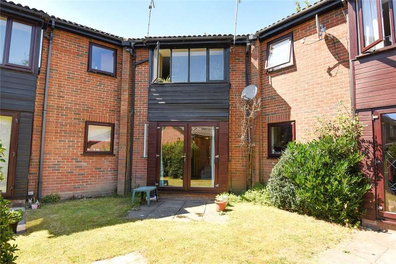 2 Bedrooms Maisonette Flat for sale in Bernard Court, Vale Road, Camberley, Surrey, GU15