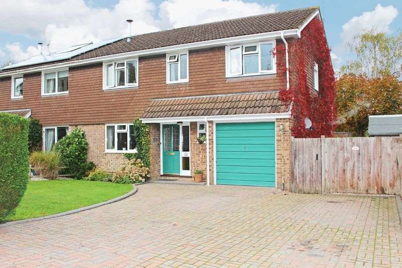 4 Bedrooms Semi Detached House for sale in West Wellow