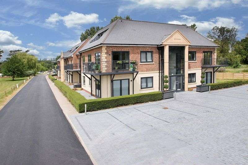 2 Bedrooms Flat for sale in Woolston Manor Apartments, Chigwell