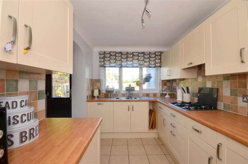 4 Bedrooms Detached House for sale in St. Andrews Road, Littlestone, Kent