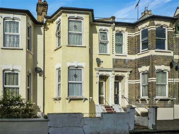 5 Bedrooms Terraced House for sale in St. Mary Road, Walthamstow