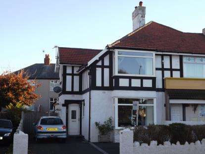 3 Bedrooms Semi Detached House for sale in Balmoral Road, Morecambe, Lancashire, United Kingdom, LA3