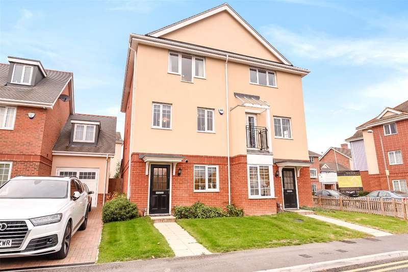 3 Bedrooms Semi Detached House for sale in Kent Gardens, Ruislip, Middlesex, HA4