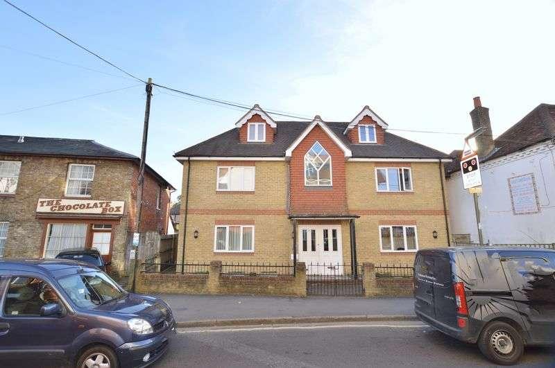 2 Bedrooms Flat for sale in Farncombe Street, Godalming